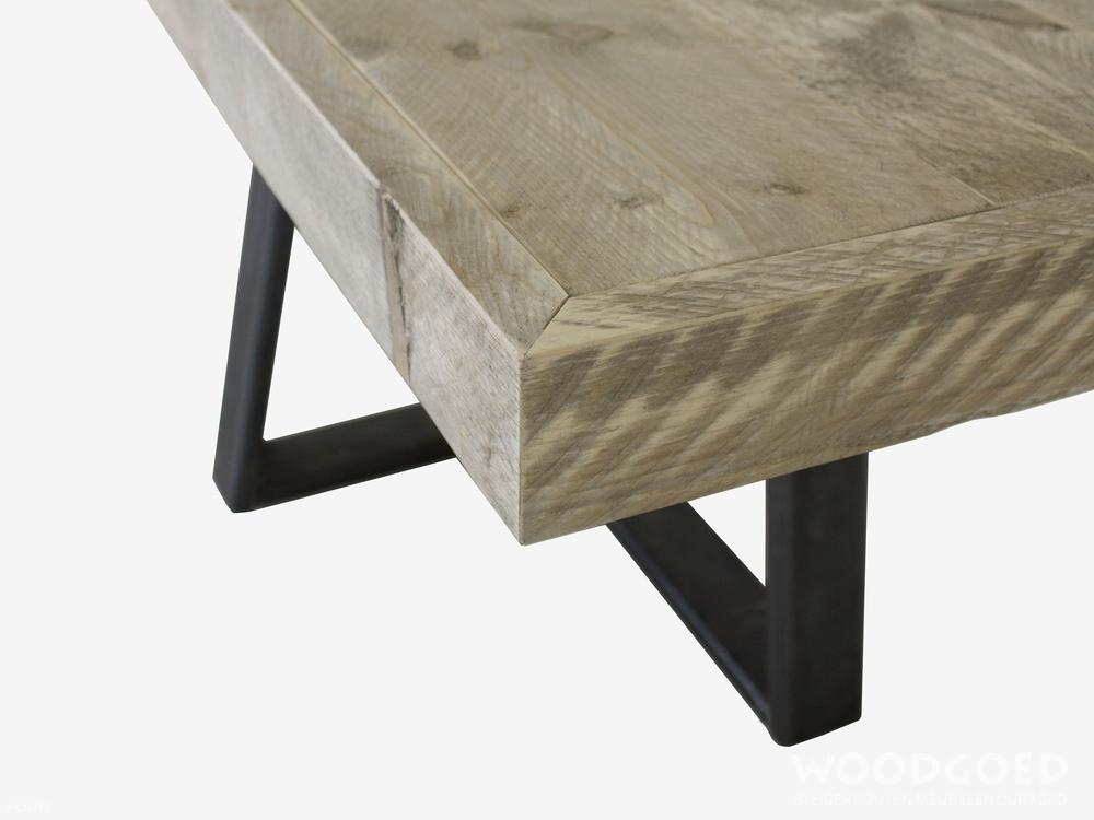 Industri le tafel montserrat met stalen onderstel for Stalen onderstel tafel laten maken