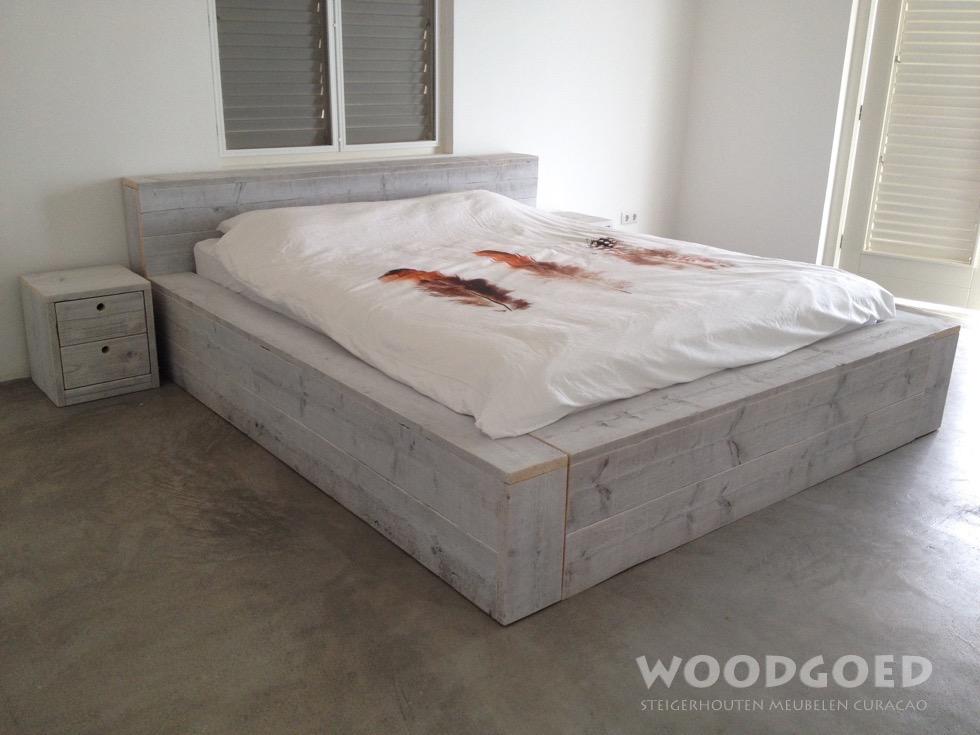 Steigerhouten meubelen curacao bed grandi vanaf naf 959 for Bed van steigerhout maken