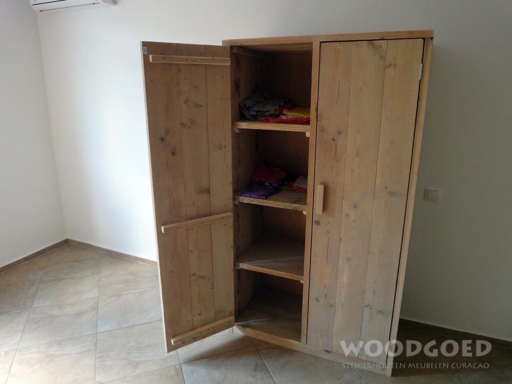Kasten curacao steigerhouten kast kaaiman for Steigerhouten kledingkast