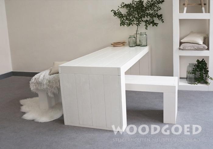 Wit houten tafel latjes buiten binnen uniek stuk perfect te